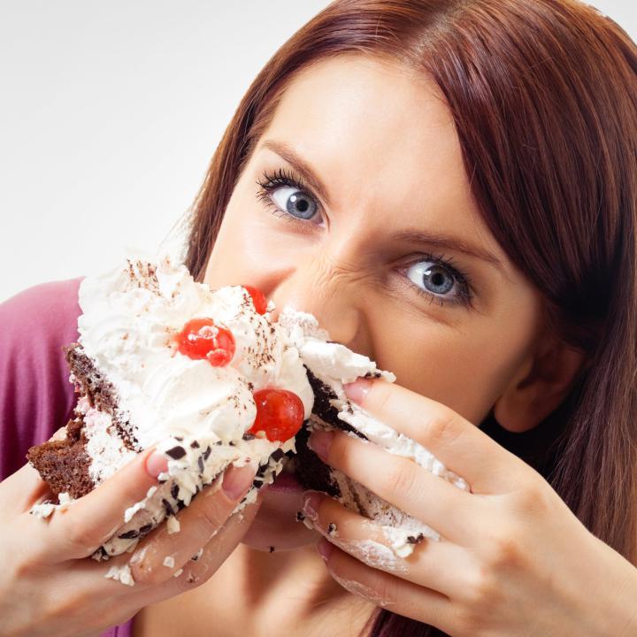 تمایل خوردن شیرینی جات
