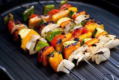 سالاد سبزیجات کبابی با پنیر فتا