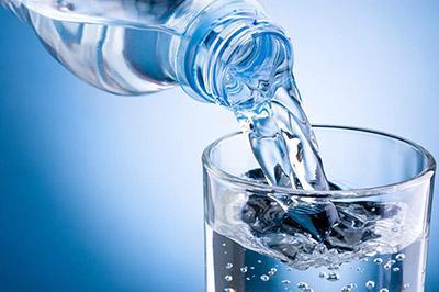 نوشیدن آب زیاد مشاور تغذیه و رژیم درمانی سارا چیذری