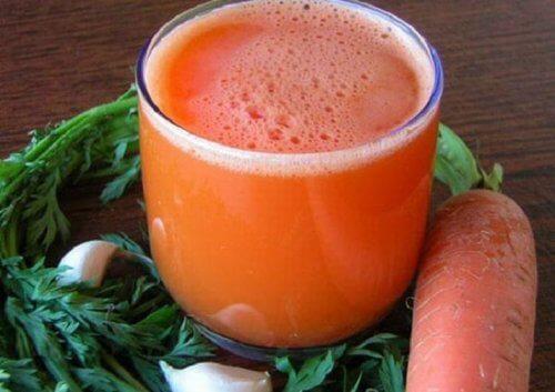آب هویج و سیر