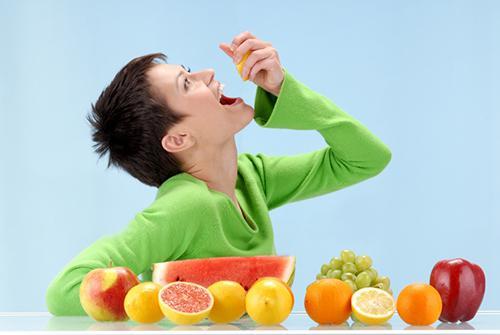 میوه خوردن