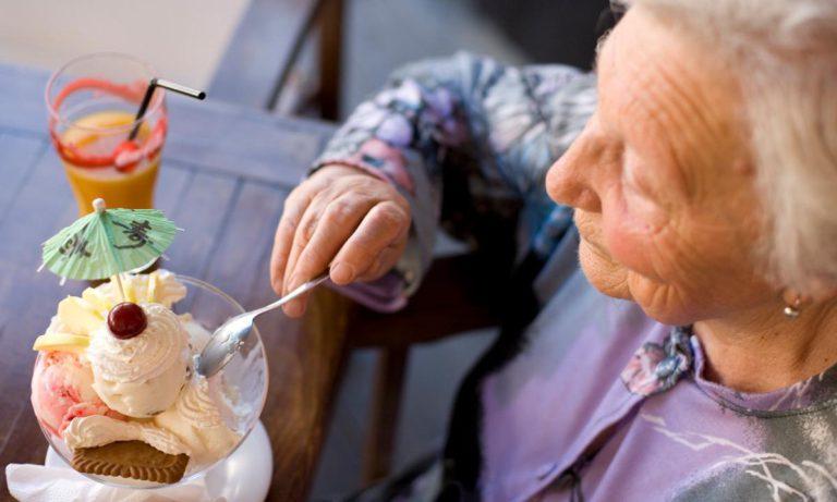 برای پیشگیری از پوکی استخوان شیرینی جات ممنوع