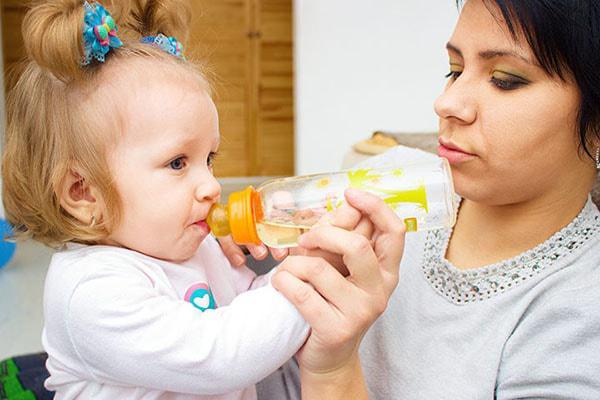 درمان کم آبی کودک