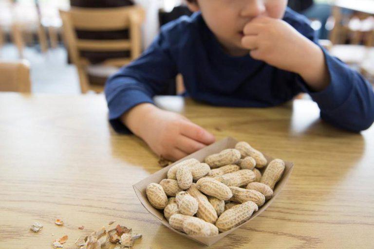 آلرژی کودکان به بادام زمینی
