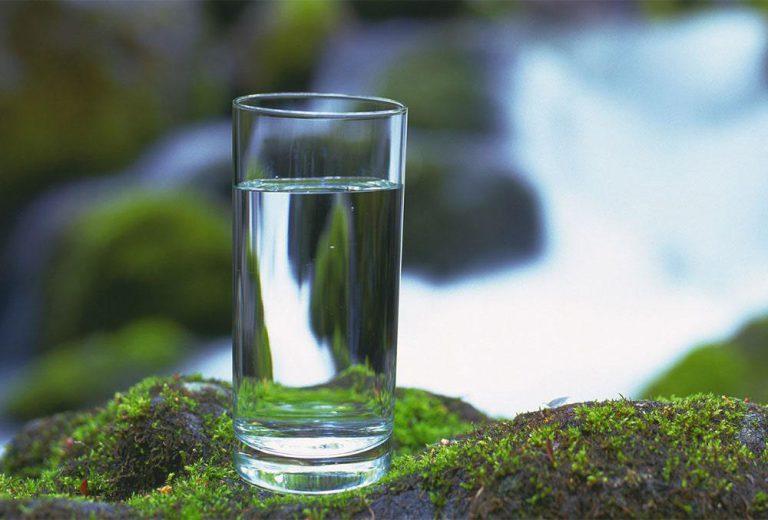 یک لیوان آب