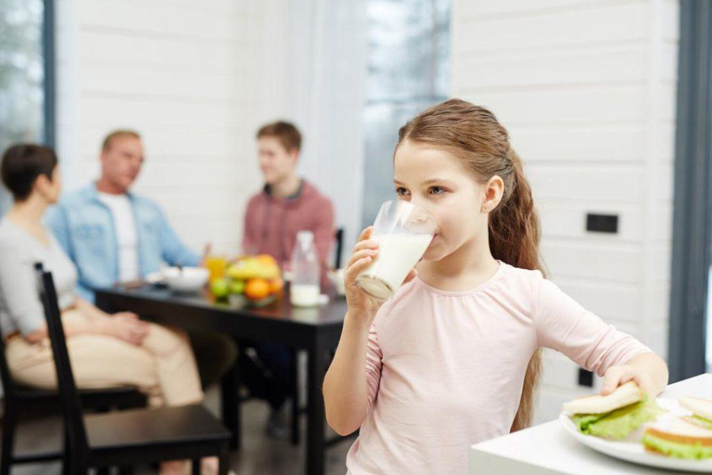 ضرورت مصرف روزانه شیر و لبنیات