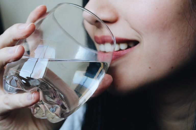 نوشیدن آب و سلامت پوست